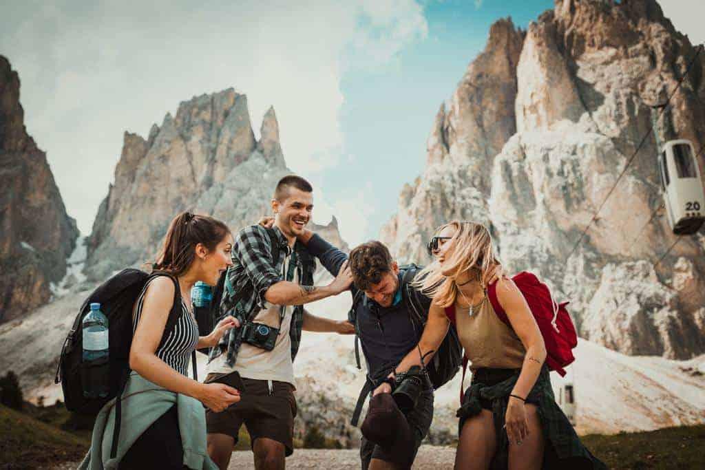 How to Make & Keep Friends as a Travel Nurse